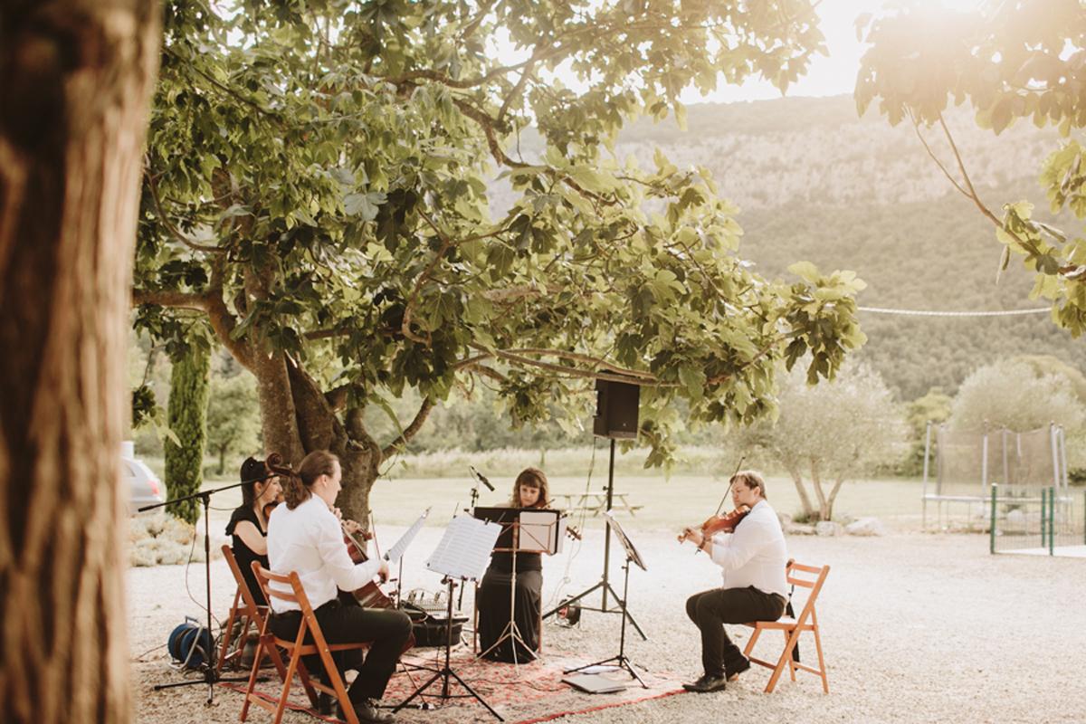 La-mejor-musica-para-hacer-de-tu-boda-una-fiesta-01