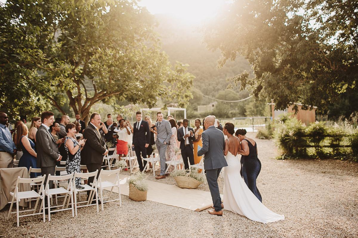 La-mejor-musica-para-hacer-de-tu-boda-una-fiesta-02