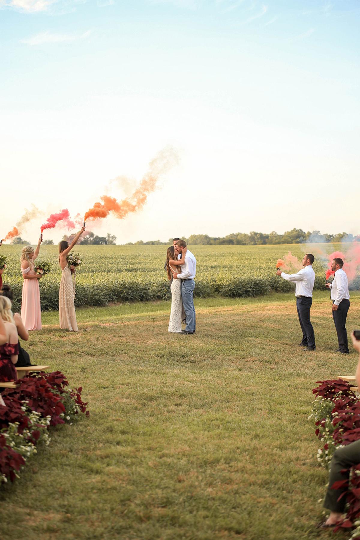 Cuando-utilizar-humo-de-colores-en-bodas-02