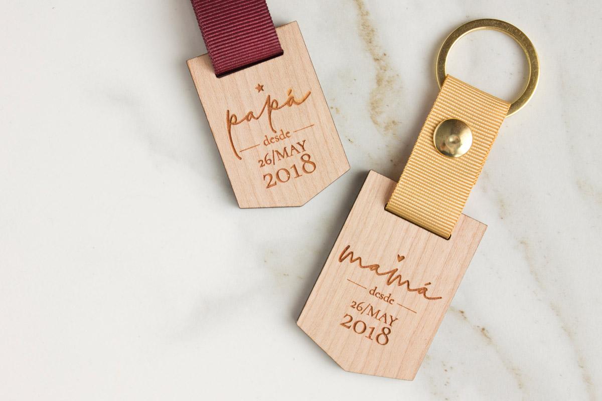 Llaveros-de-madera-personalizados-regalo-boda-01