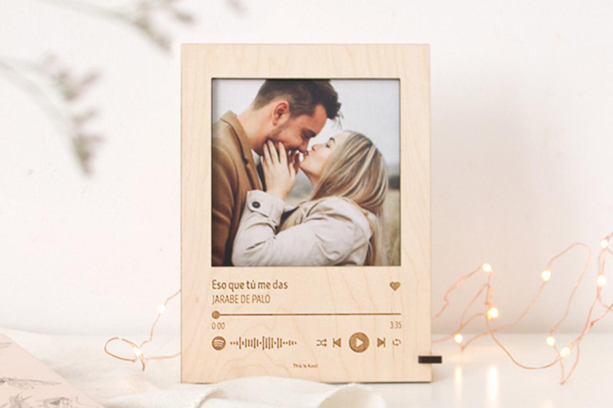 portafotos madera con código spotify